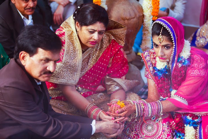 Bride Performing Special Rituals by Himanshu Chauhan Wedding-photography | Weddings Photos & Ideas