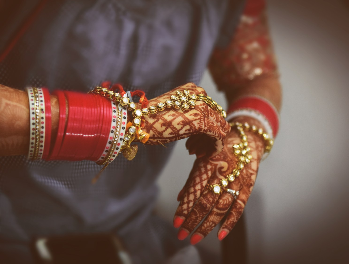 Bride Wearing Beautiful Kundan Ring by Himanshu Chauhan Bridal-jewellery-and-accessories | Weddings Photos & Ideas