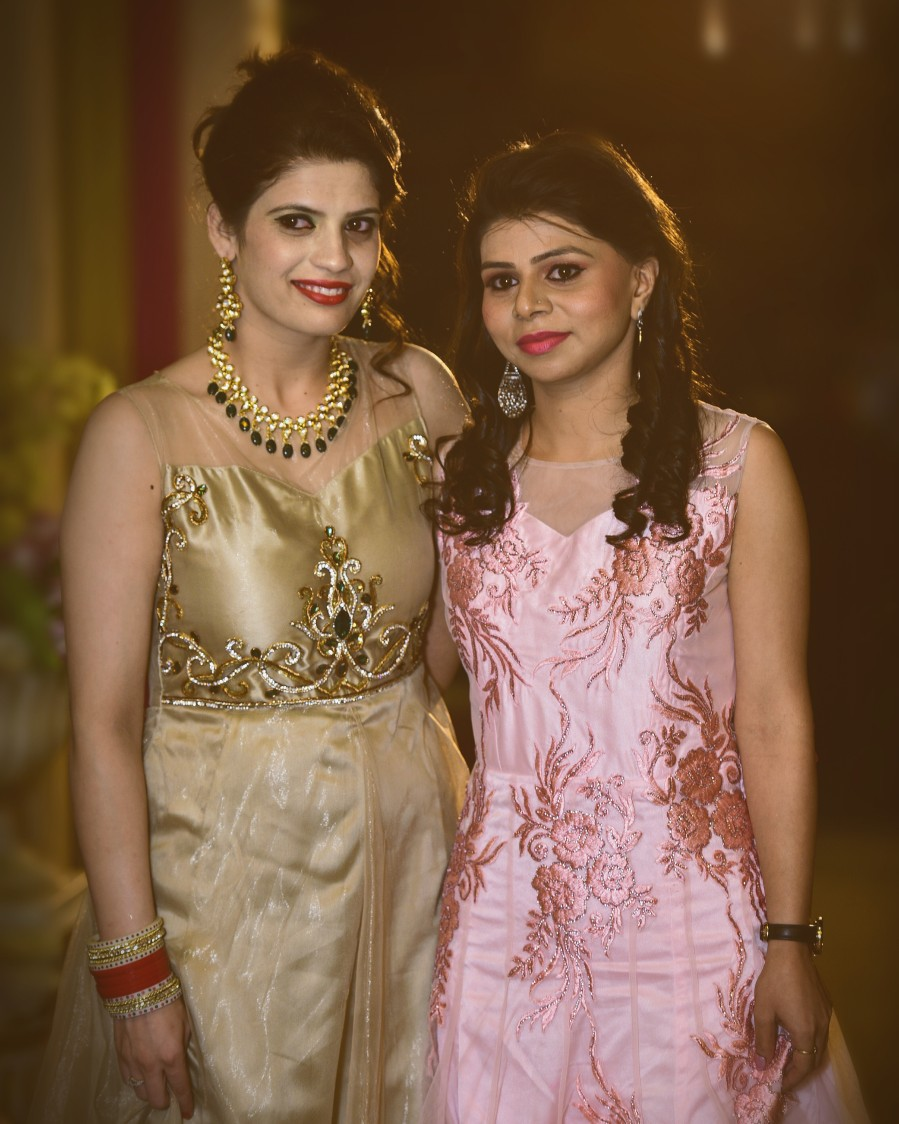 Bride and Sister of the Bride Shot by Himanshu Chauhan Wedding-photography | Weddings Photos & Ideas