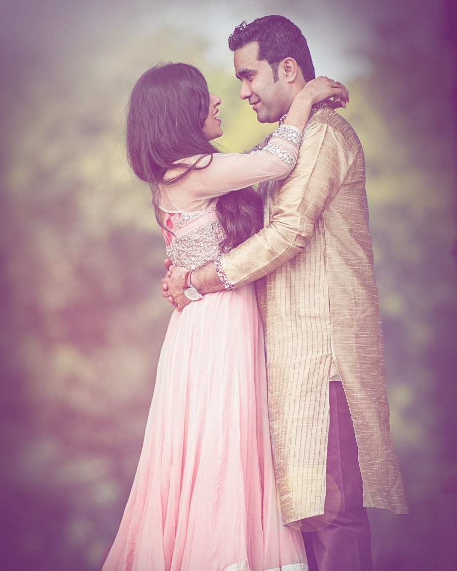 Romantic pose for pre-wedding shoot by Himanshu's Lomography Wedding-photography | Weddings Photos & Ideas