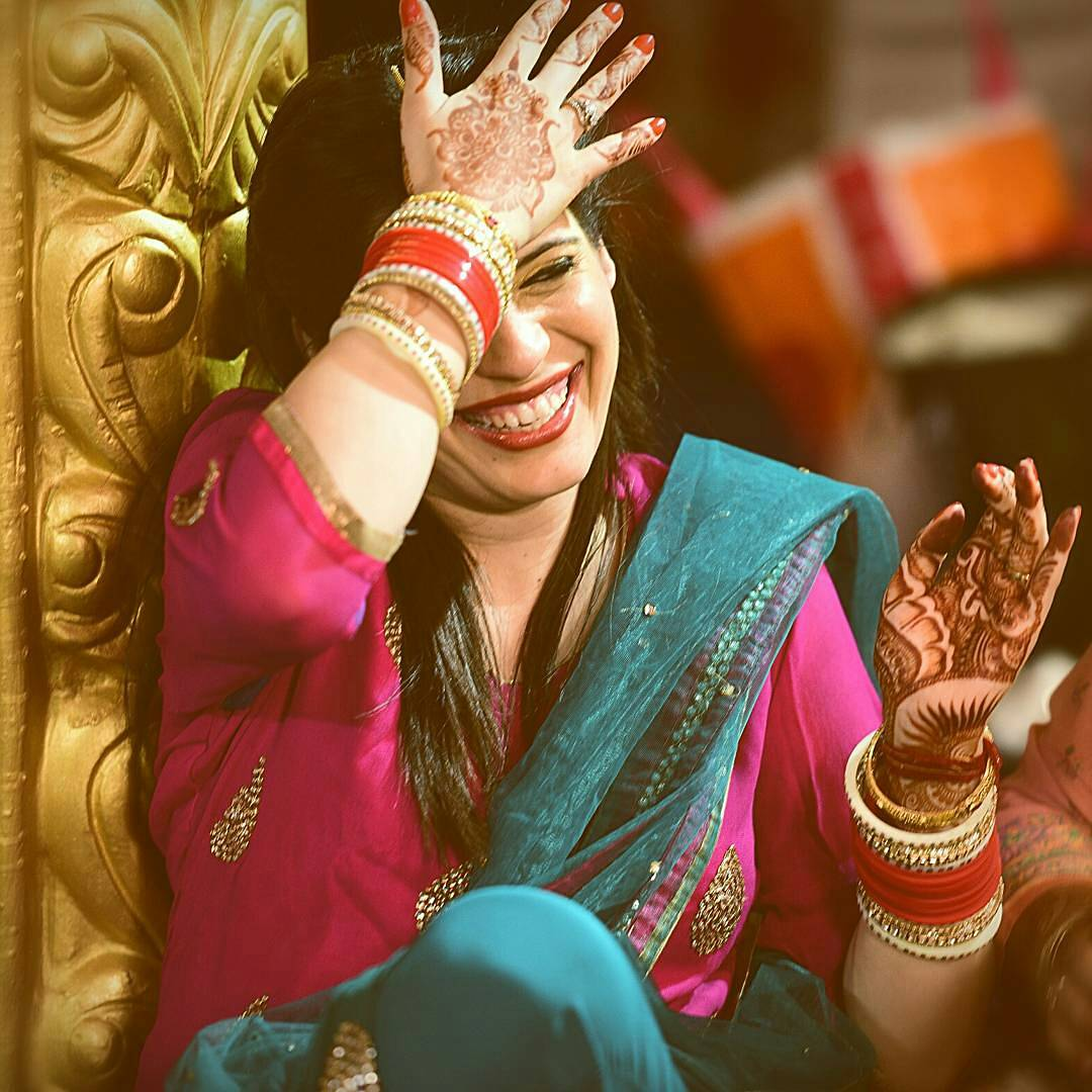 Candid Shot of the Bride During Her Haldi by Himanshu Chauhan Wedding-photography | Weddings Photos & Ideas
