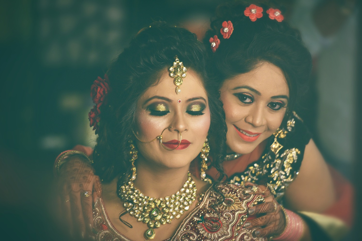 Glittering gold bridal eye make-up by Himanshu's Lomography Wedding-photography | Weddings Photos & Ideas