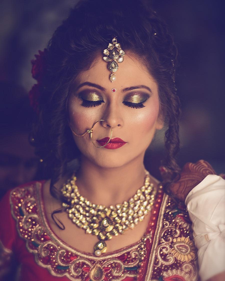 Glittering gold bridal eye make-up by Himanshu's Lomography Wedding-photography | Weddings Photos & Ideas