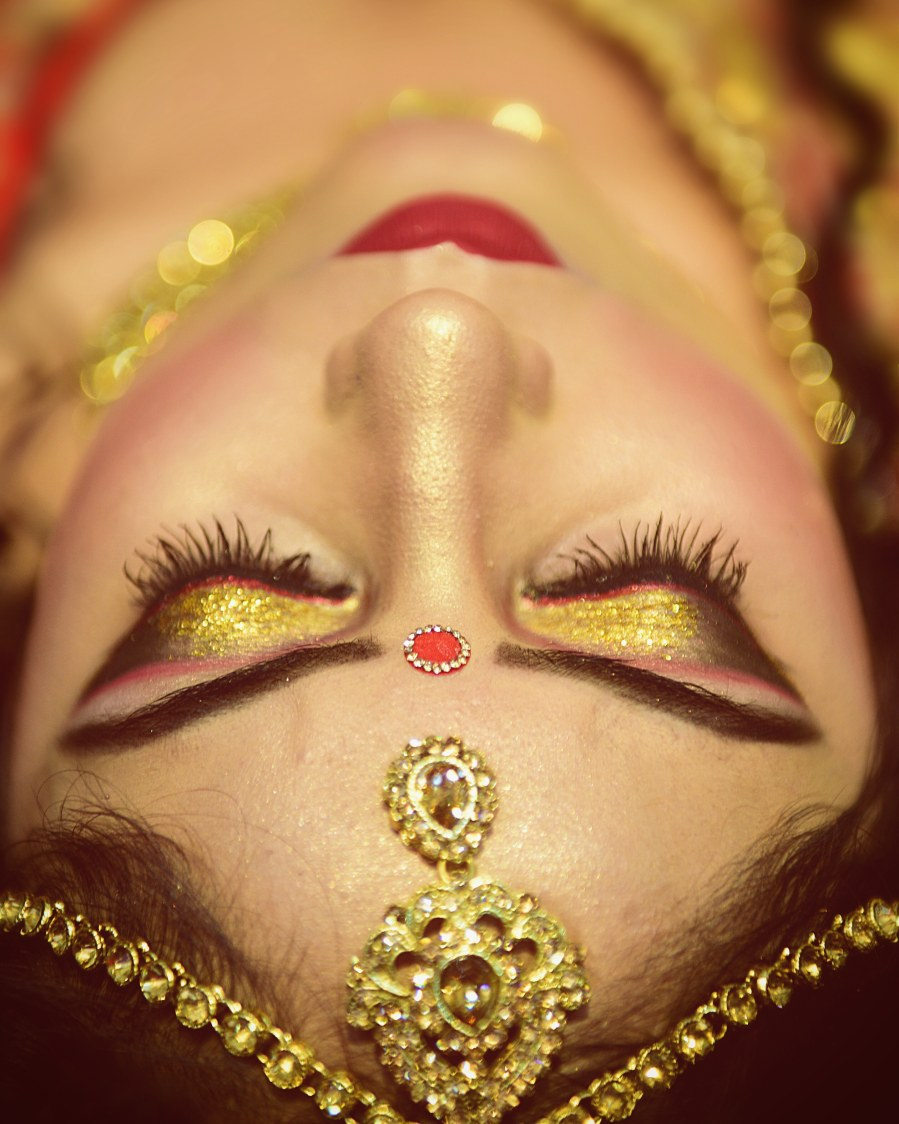 Glittering Gold Bridal Eye Makeup by Himanshu Chauhan Bridal-makeup | Weddings Photos & Ideas
