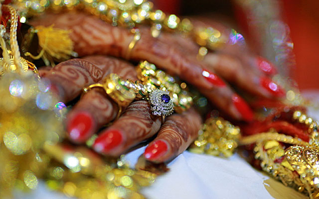 Beautiful bridal hand shot by VK Pro Clicks Wedding-photography | Weddings Photos & Ideas