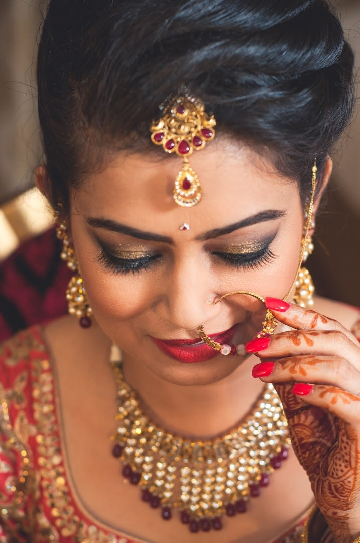 Gold And Gemstone Mangtikka And Bold Makeup For The Bride by Anuj Sharma Wedding-photography Bridal-jewellery-and-accessories Bridal-makeup | Weddings Photos & Ideas