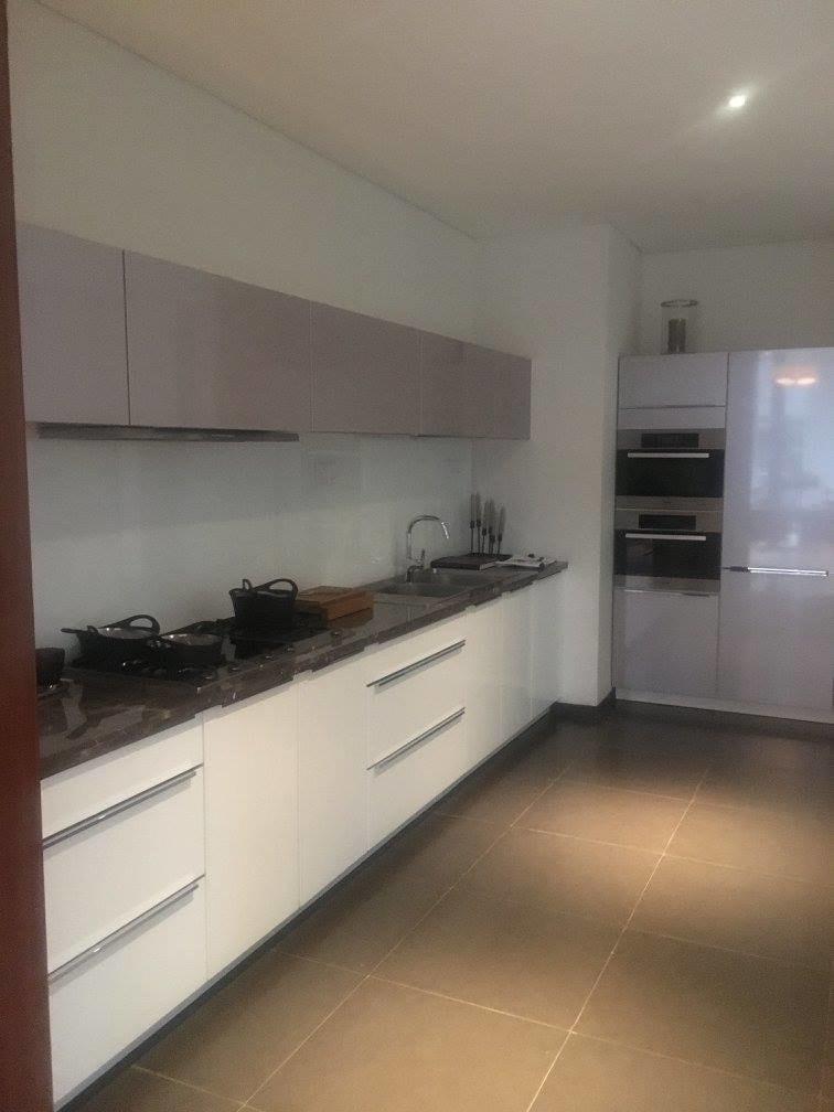Spacious Modular Kitchen With cabinets by Craftmen Studio Modular-kitchen Modern | Interior Design Photos & Ideas