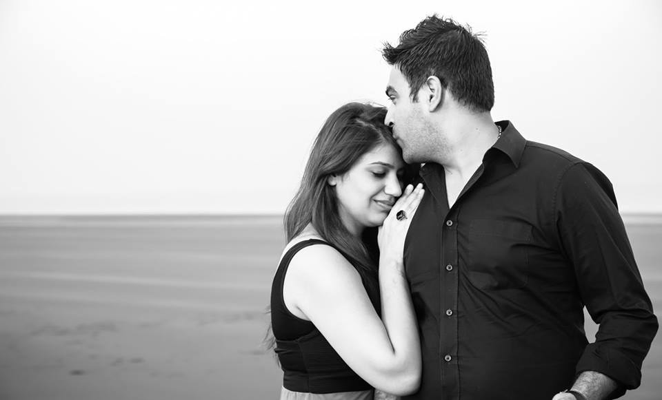 Black And White Beach Themed Pre-Wedding Shoot by Paramjeet Singh Dhanjal Wedding-photography | Weddings Photos & Ideas