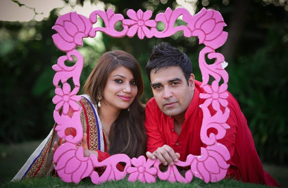 Pink Flower Carved Frame For A Pre-Wedding Shoot by Paramjeet Singh Dhanjal Wedding-photography | Weddings Photos & Ideas