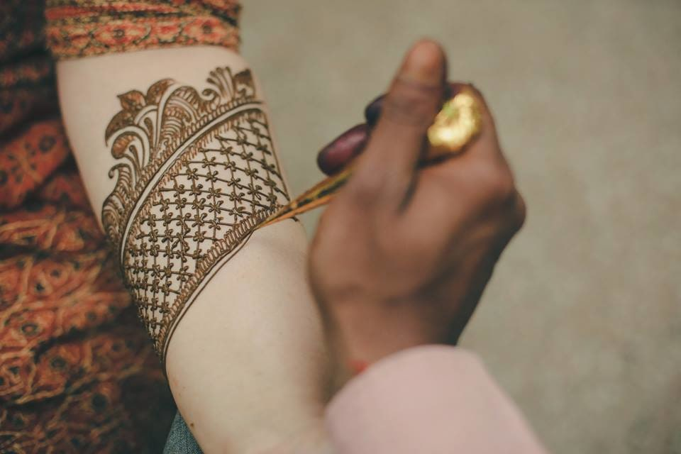 The Gorgeous Net Style Wrist Band Henna Design by Paramjeet Singh Dhanjal Bridal-mehendi | Weddings Photos & Ideas