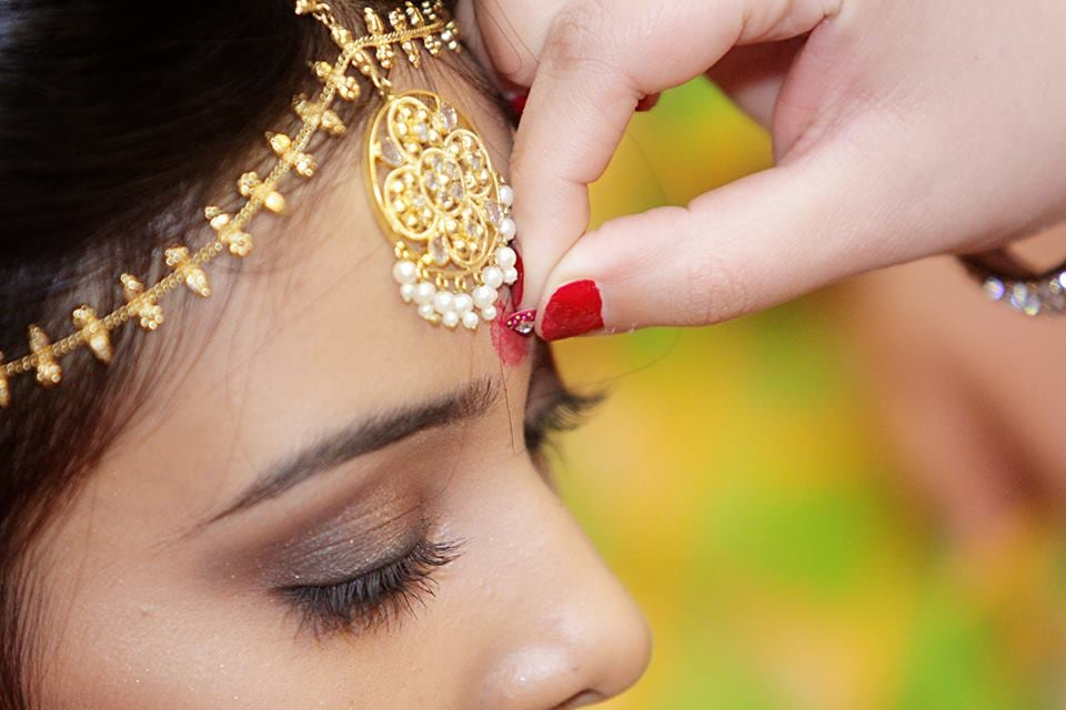 Gold Delicate Headpiece With Hanging Pearls by Paramjeet Singh Dhanjal Wedding-photography Bridal-jewellery-and-accessories | Weddings Photos & Ideas