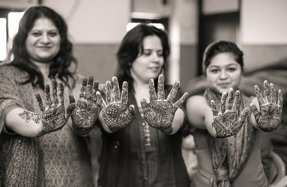 Mehendi shot! by Memoirs by Paramjeet Singh Dhanjal Wedding-photography | Weddings Photos & Ideas