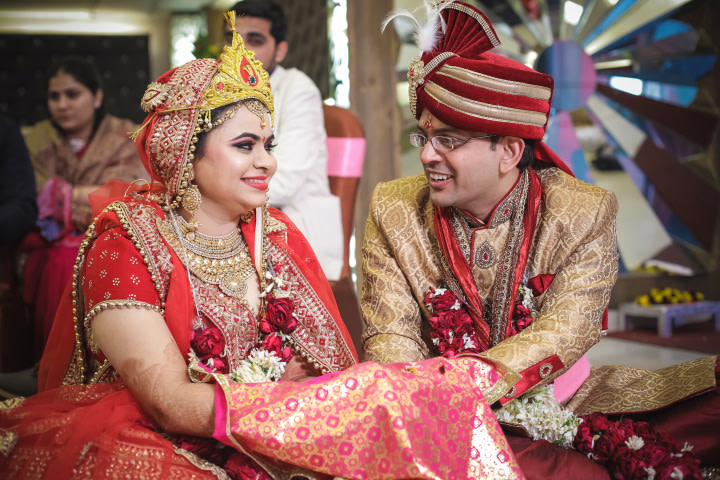 Candid Shot Of Bride And Groom Sharing Glances by Paramjeet Singh Dhanjal Wedding-photography | Weddings Photos & Ideas