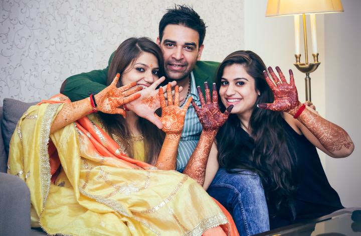 Flaunting Their Mehendis by Paramjeet Singh Dhanjal Wedding-photography   Weddings Photos & Ideas
