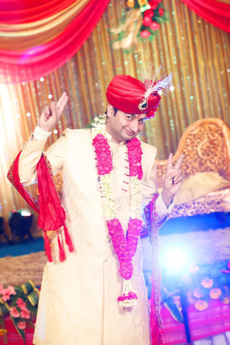 Groom Wearing A Cream Shaded Sherwani by Mukesh bijalwan  Wedding-photography Groom-wear-and-accessories | Weddings Photos & Ideas