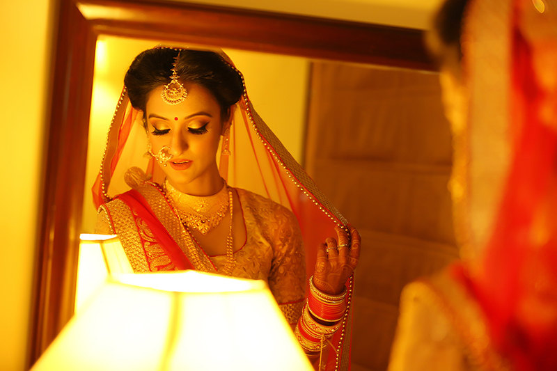 Bride With Bold Eyes Wearing Exquisite Gold Jewellery by Mukesh bijalwan  Bridal-makeup Bridal-jewellery-and-accessories   Weddings Photos & Ideas