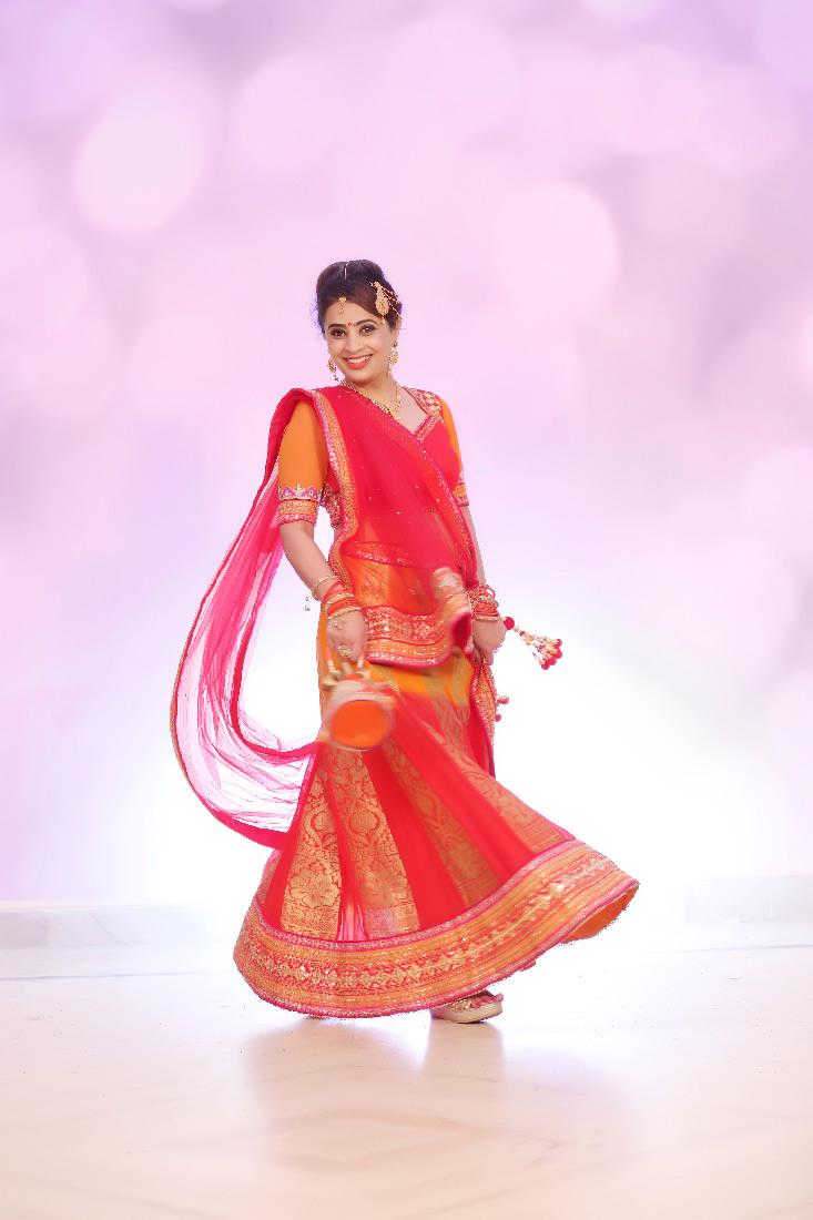 Perfect Pose Of The Bride by Mukesh bijalwan  Wedding-photography Wedding-dresses   Weddings Photos & Ideas