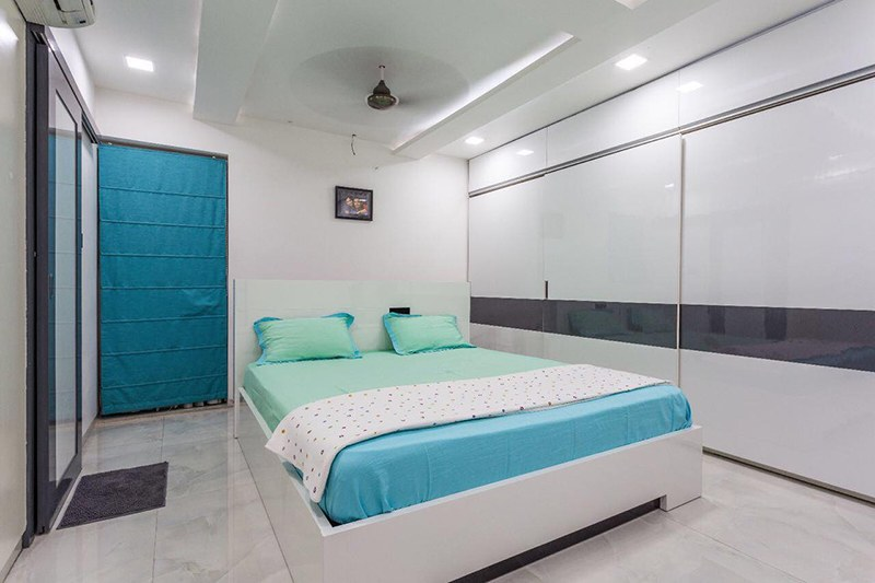 White Themed Bedroom With Shifting Wardrobe by Kraftworks Pvt. Ltd. Bedroom | Interior Design Photos & Ideas