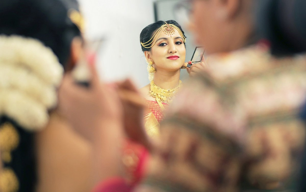 A captivating bride getting ready! by Royale Photos Wedding-photography | Weddings Photos & Ideas