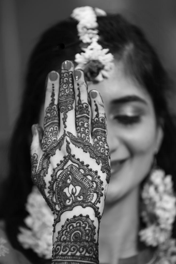 Beautiful mehendi design for bride! by Royale Photos Wedding-photography | Weddings Photos & Ideas