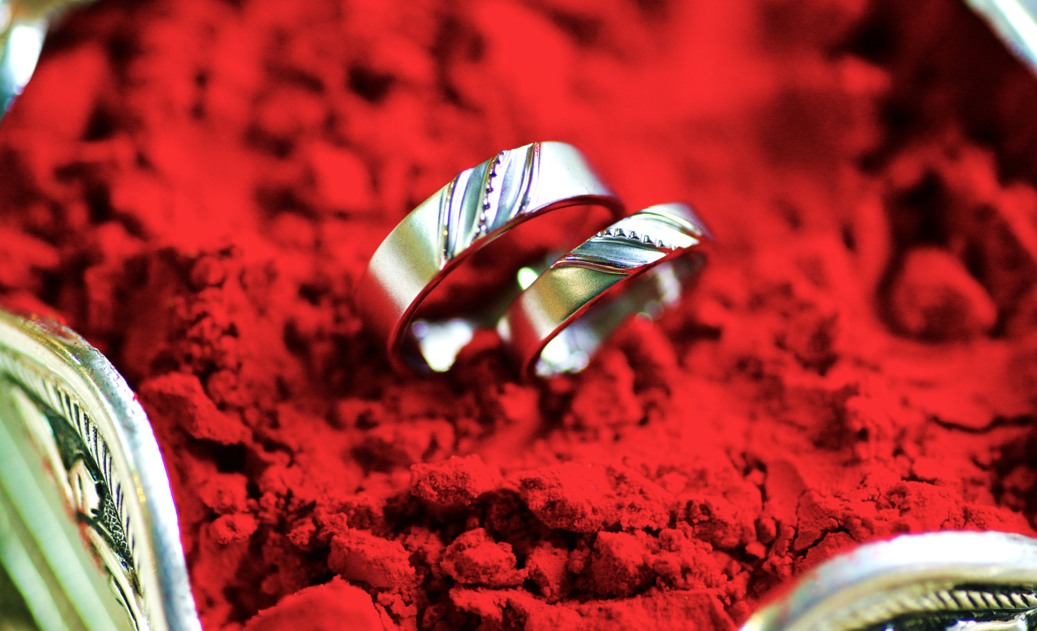 Beautiful rings on red background! by Royale Photos Wedding-photography | Weddings Photos & Ideas