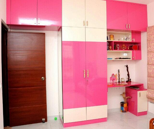 A standard bedroom by Interior Elements Bedroom | Interior Design Photos & Ideas