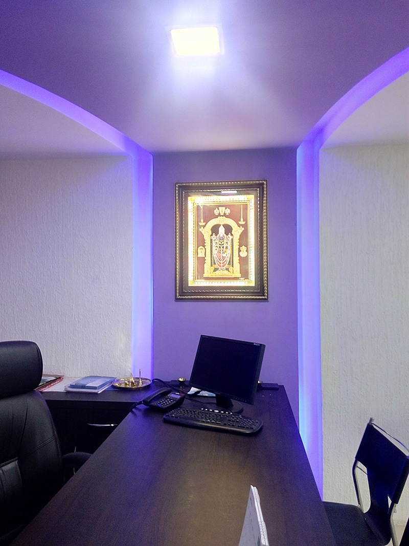 A modern cellular office space by Root Art Interiors  | Interior Design Photos & Ideas