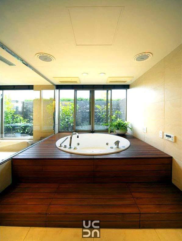 A lavish bath tub! by Accelerating Better Design Bathroom | Interior Design Photos & Ideas