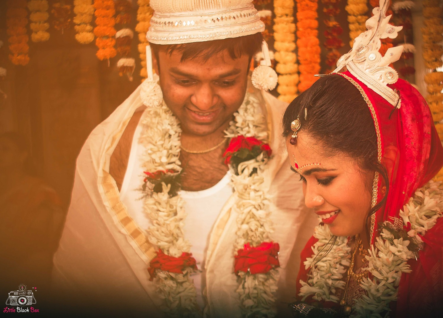 Beautiful Bengali Couple by Little Black Box Photography Wedding-photography Bridal-jewellery-and-accessories Groom-wear-and-accessories | Weddings Photos & Ideas