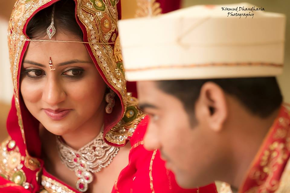 Enthralling glimpse of the bride! by Kumud Dhandharia Photography Wedding-photography | Weddings Photos & Ideas