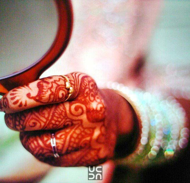 Beautiful mehendi hands of the bride! by Vinod VV Photography Wedding-photography | Weddings Photos & Ideas