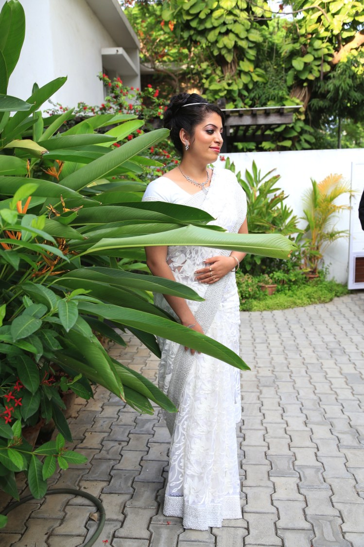 An elegant bride wearing a white saree! by Vinod VV Photography Wedding-photography | Weddings Photos & Ideas