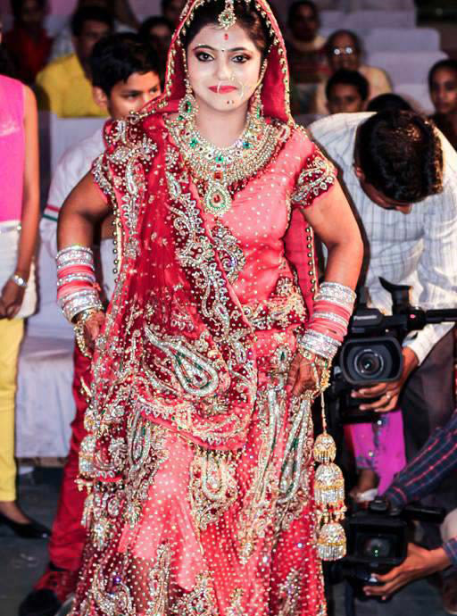 A radiant bride entering her new life! by Krish Photography Wedding-photography | Weddings Photos & Ideas