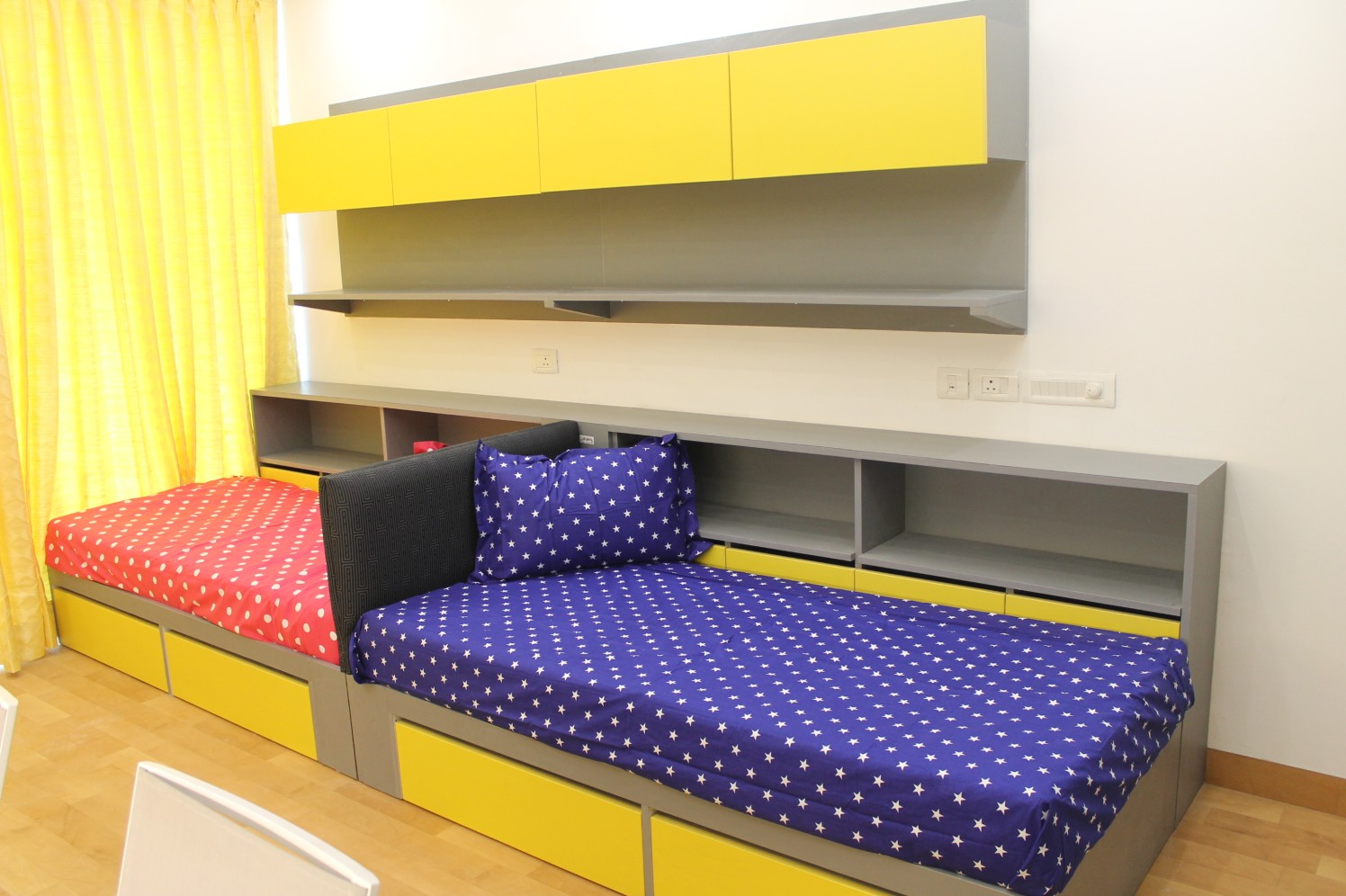 Colourful guest bedroom by coalitiondesigns Bedroom Modern | Interior Design Photos & Ideas