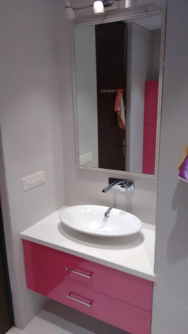A modern bathroom by coalitiondesigns Bathroom Modern | Interior Design Photos & Ideas