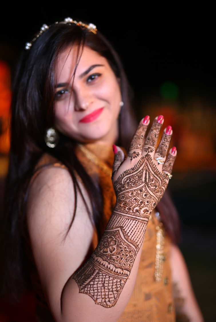 Bride Wearing Beautiful Mughal Architecture Pakistani Mehendi Design by Vikas Babbar Wedding-photography Bridal-mehendi | Weddings Photos & Ideas
