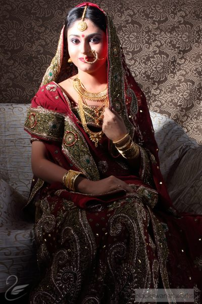 Splendid Bride With Traditional Mehroon Lehenga And Gold Jewellery by Parikshit Ghosh Bridal-makeup Bridal-jewellery-and-accessories | Weddings Photos & Ideas