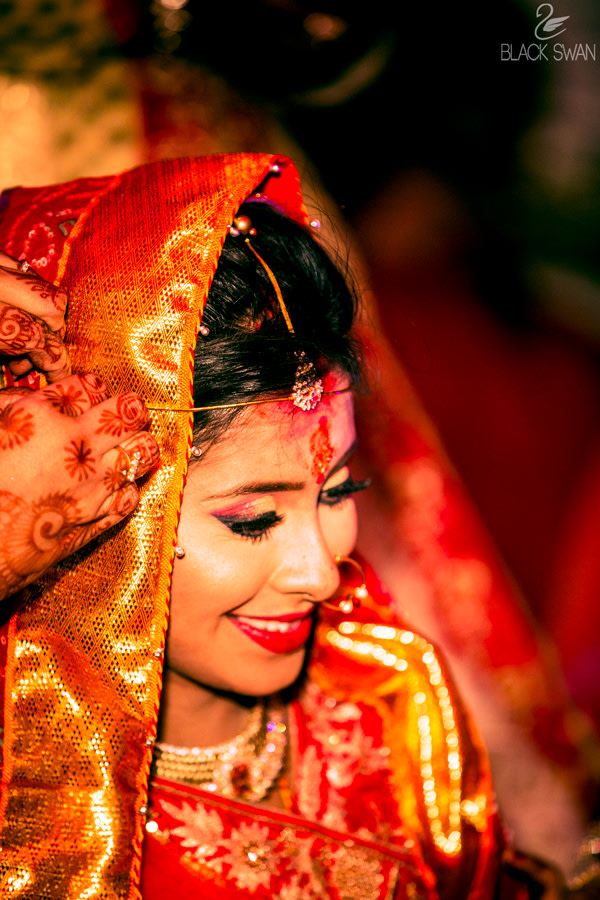 Golden And Red Eyeshadow   And Winked Eyeliner by Parikshit Ghosh Bridal-makeup | Weddings Photos & Ideas