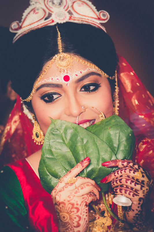 Winked Eye Liner With Golden Eyeshadow  And Traditional Tairaa by Parikshit Ghosh Bridal-makeup Bridal-jewellery-and-accessories | Weddings Photos & Ideas