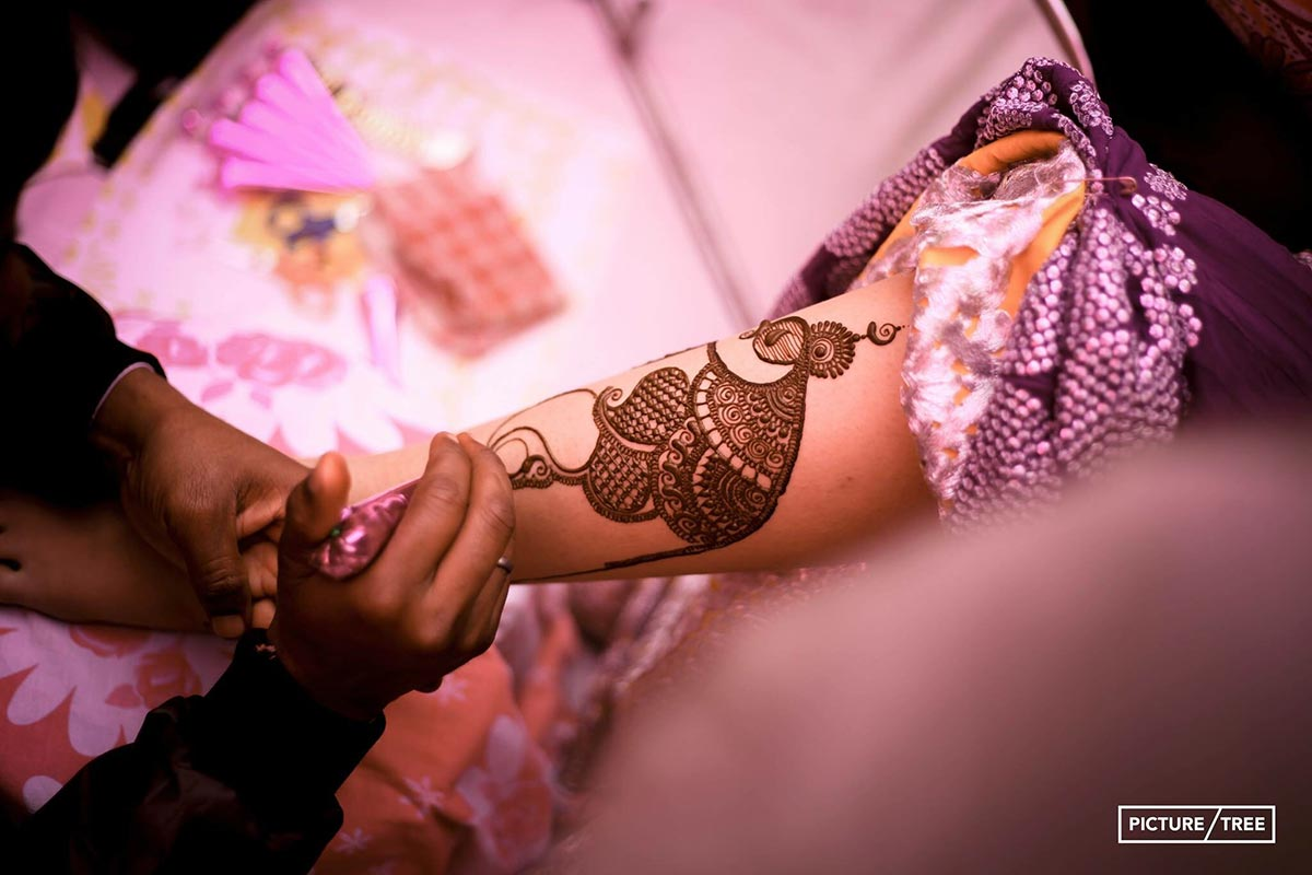 Bride getting a creative henna design on her hand by PictureTree Wedding-photography | Weddings Photos & Ideas