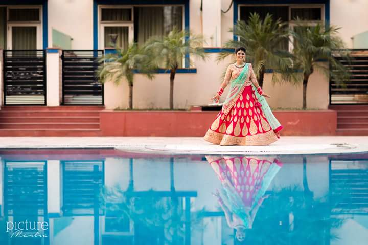 The elegant bride posing at the poolside by PictureTree Wedding-photography | Weddings Photos & Ideas