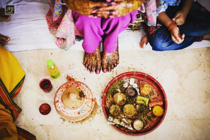 A well shot photograph of the special thaali and the brides mehendi by NG Shootz Wedding-photography | Weddings Photos & Ideas