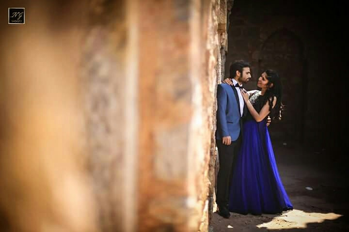 Pre-wedding photo of a couple romancing in the middle of an ancient fort by NG Shootz Wedding-photography | Weddings Photos & Ideas