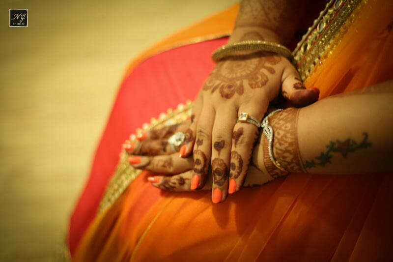 Elegant henna complimenting the brides beautiful hands by NG Shootz Wedding-photography | Weddings Photos & Ideas