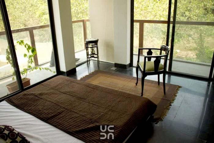 Brown color themed bedroom by Amrita Rajput Bedroom Minimalistic | Interior Design Photos & Ideas