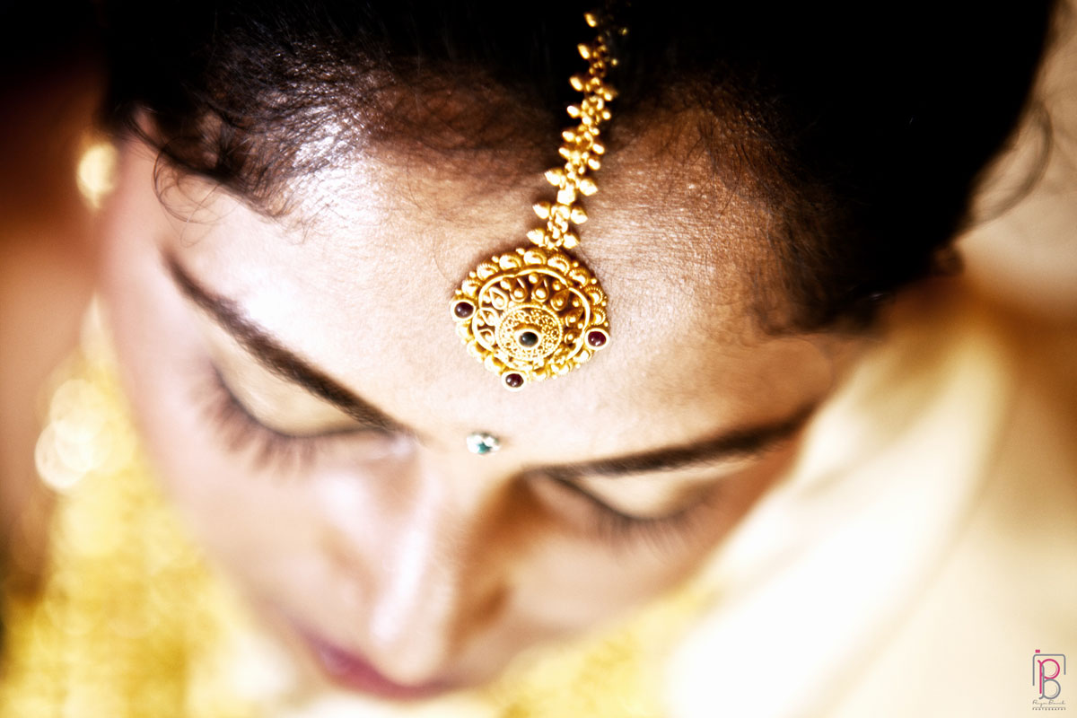 Gold Mang Teeka by Priya Banik Photography Wedding-photography | Weddings Photos & Ideas
