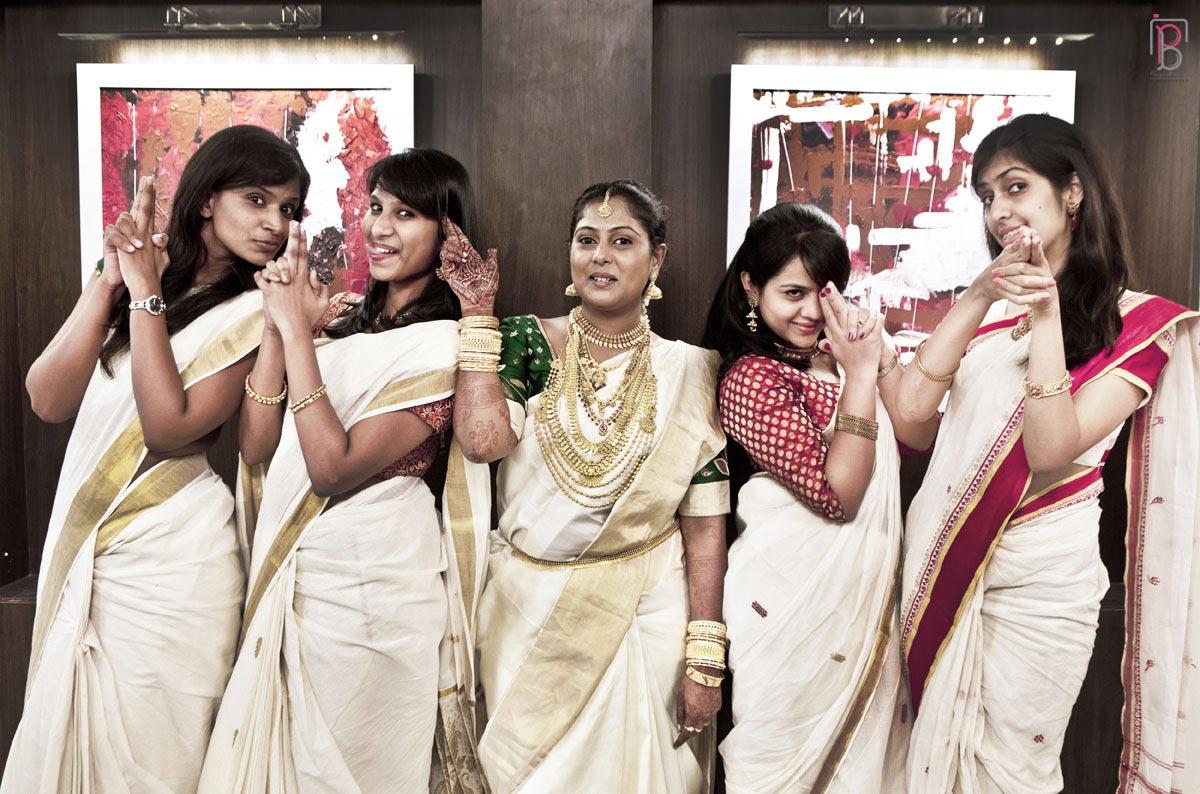 Fun Bride and Friends of the Bride Pose by Priya Banik Photography Wedding-photography | Weddings Photos & Ideas