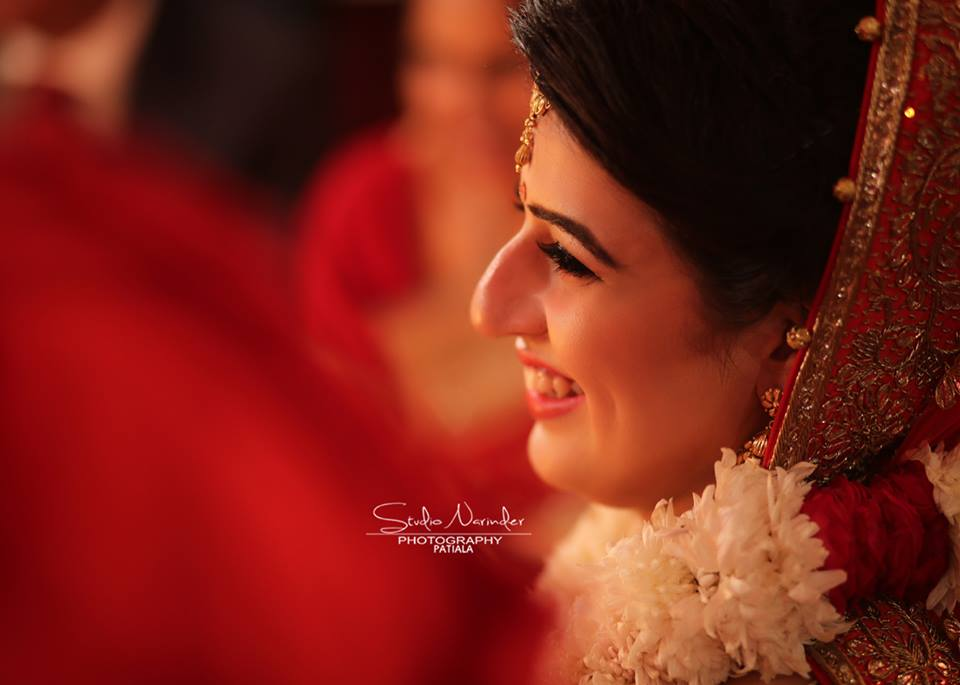 Candid Side Shot Of Bride Highlighting Her Best Features by Sourab Sharma Wedding-photography | Weddings Photos & Ideas