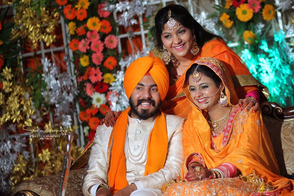 Scintillating Sikh Conventional Bridegroom Posing With Guests by Sourab Sharma Wedding-photography | Weddings Photos & Ideas