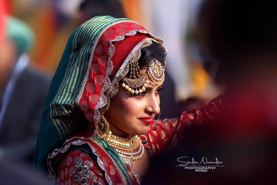 Heavy Detailed Side Mang Tikka With Pearl Hangings And Crescent Shaped Kundan Front Mang-Tikka by Sourab Sharma Wedding-photography Bridal-jewellery-and-accessories | Weddings Photos & Ideas